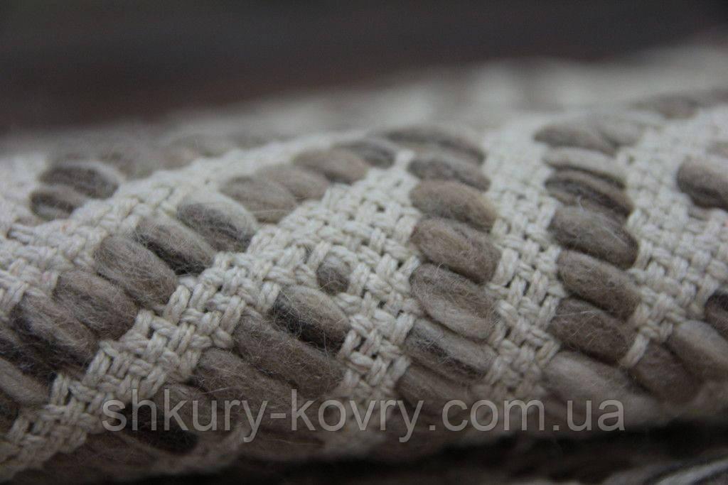 Необычный светлый серо бежевый безворсовый ковер на пол из шерсти и хлопка с необычным плетением