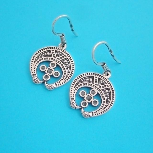Серебряные этнические сережки с оберегом Лунница