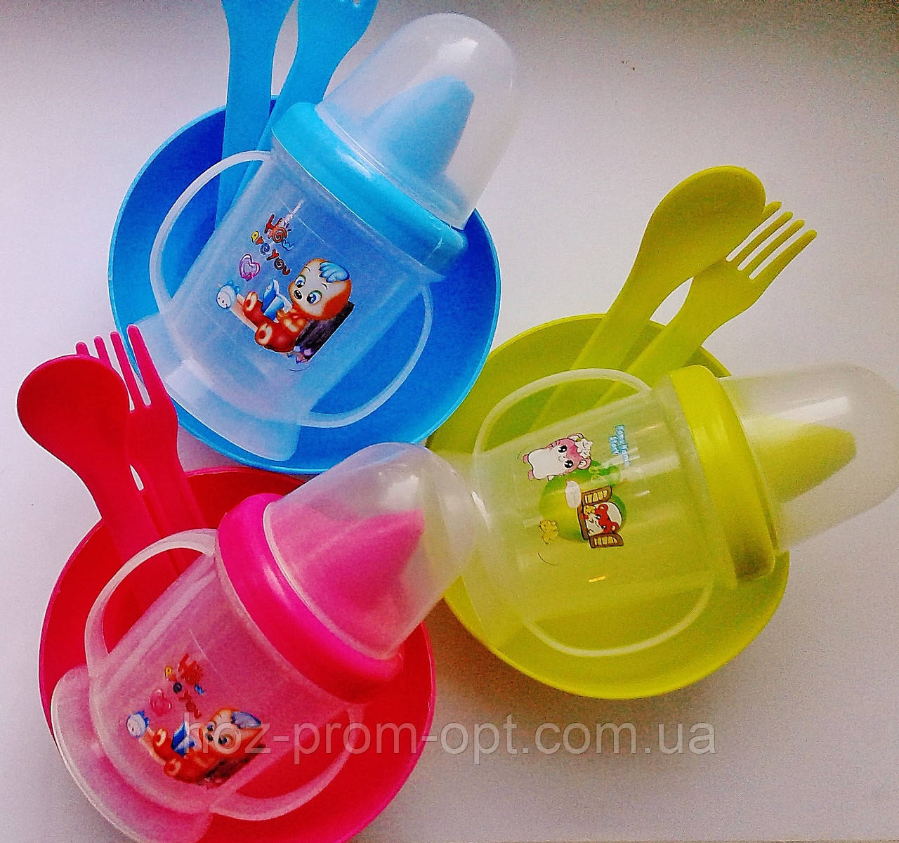 Набор детской посуды 4 предмета: поилочка, мисочка, ложечка и вилочка.