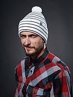 Шапка мужская зимняя с помпоном UP C19 WHT белая (модные молодежные, шапки с бубоном)