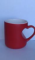 Чашка для сублимации хамелеон матовая с ручкой в виде сердца красная