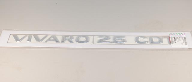 """Надпись """"VIVARO 2.5 CDTI"""" (задняя дверь, хром / красный) на Opel Vivaro 2006-> - Opel (Оригинал) -  4413640"""