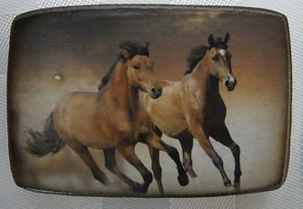 Сувенирный  деревянный магнит с изображением лошади - символа года