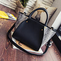 Стильная женская сумка со змеиным принтом в форме трапеции черного цвета