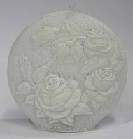 Свеча круглая с белыми розами и подсветкой 13 см