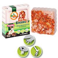 Karlie-Flamingo (Карли-Фламинго) KNIBBLES CARROT CUBES минеральный камень для грызунов с морковью, для гигиены зубов, 70г