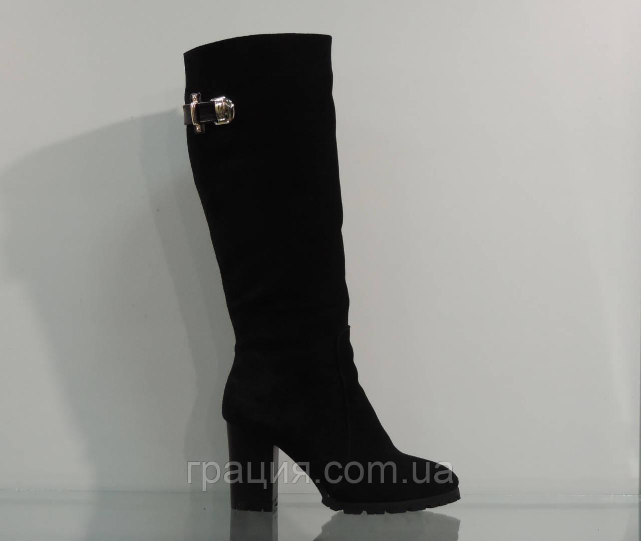 Модные замшевые зимние сапоги на каблуке