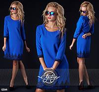 Синее платье с черным кружевом