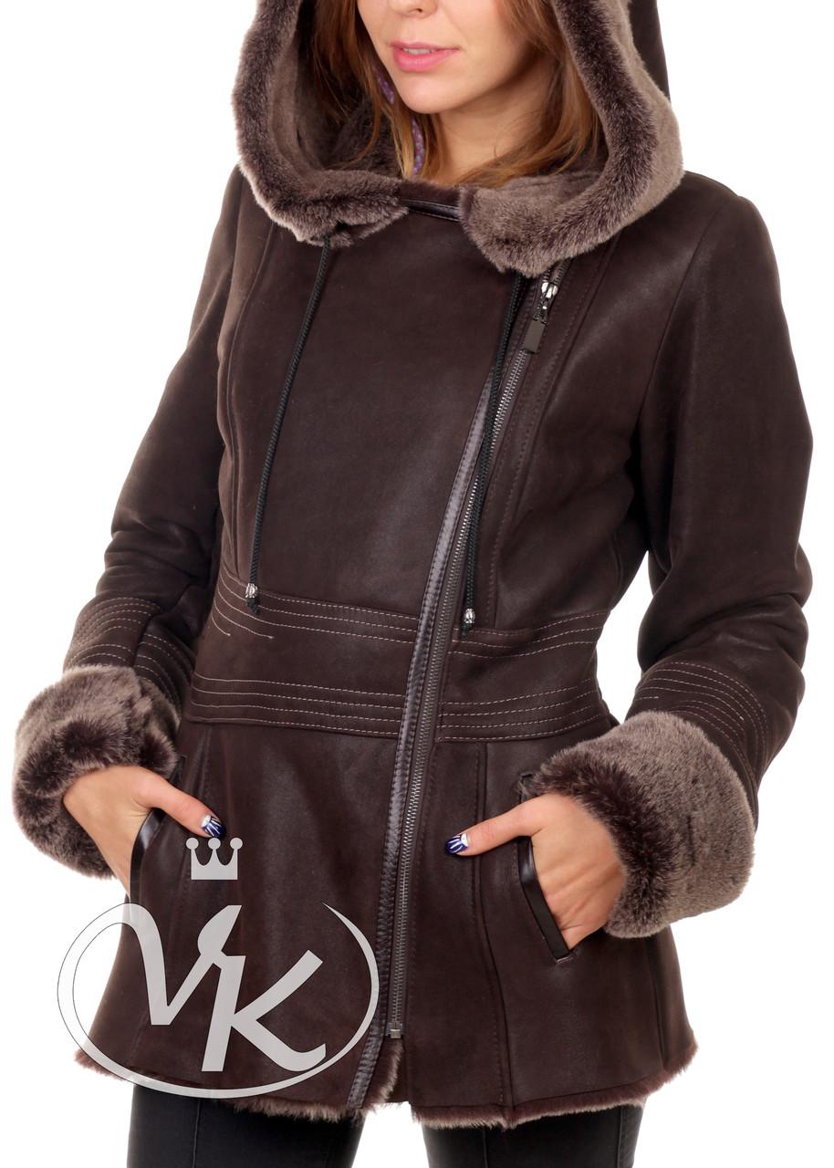 Дубленка короткая коричневая с капюшоном из овчины женская (Арт. D121)