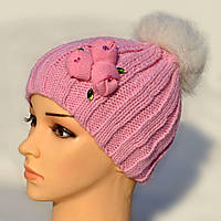 Зимние шапки с меховым помпоном.