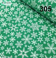 """Лоскуток. Ткань хлопковая """"Снежинки  на зелёном фоне  50*160 см. №305"""
