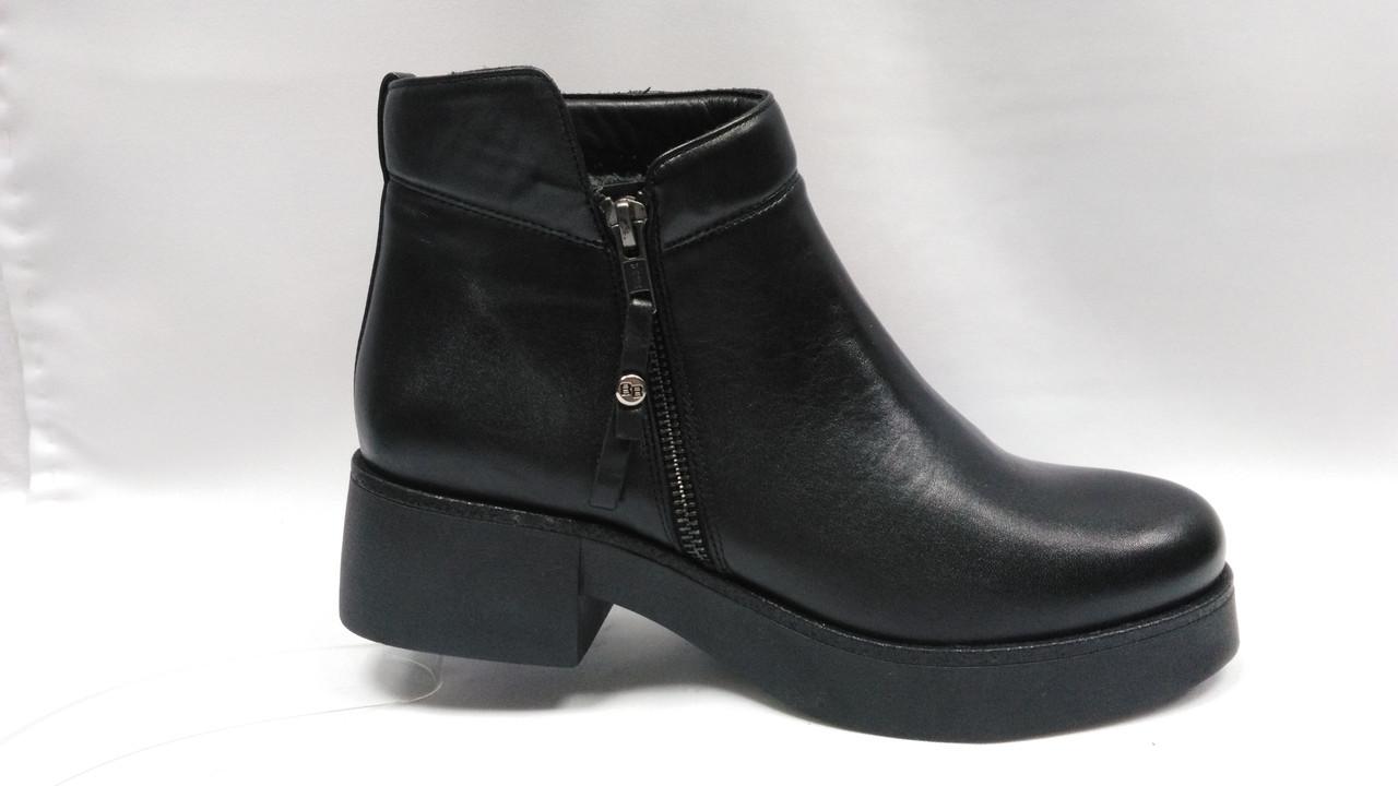 Кожаные зимние ботиночки на толстой подошве. Польша.
