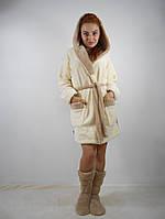 Женский махровый халат с капюшоном в комплекте с тапочками. Молочный цвет