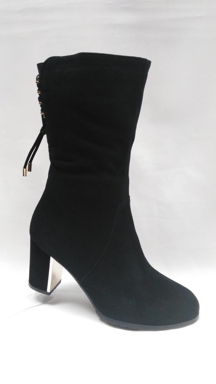 Черные замшевые зимние сапоги на невысоком каблуке Erisses. Большие размеры.