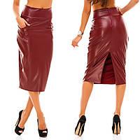 Женская  кожаная юбка карандаш за колено, сзади глубокий разрез