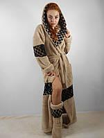 Женский махровый халат длинный с капюшоном на поясе. С кружевными вставками. Бежевый цвет