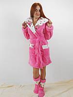 Теплый женский махровый халат с капюшоном в комплекте с домашними сапожками. Розовый цвет