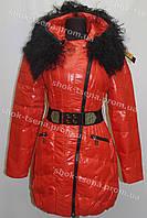 Женская зимняя куртка на замке с капюшоном красная