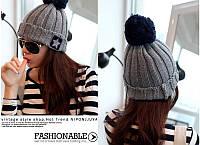 Стильная модная шапка с пумпоном серая