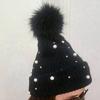 Стильная модная шапка с бусинками