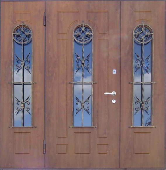 тройная дверь с кованными элементами