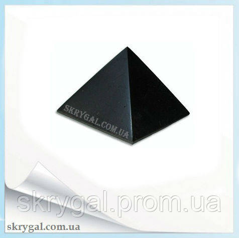Пирамида шунгитовая полированная. 6*6 см.