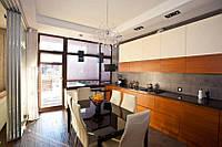 Современная угловая кухня крашеный МДФ и шпон