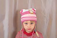 Детская зимняя вязаная шапочка на девочку с оригинальным рисунком из стразиков.