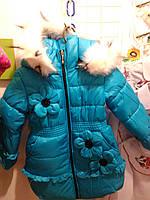 Зимнее пальто на девочку украшенное цветами на рост от 110-116