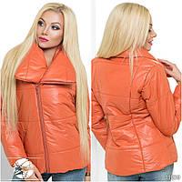 Оригинальная стеганая курточка с объемным воротником.