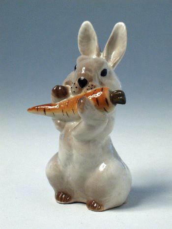 Скульптура Заяц с морковкой №2 И.Ф.З. 01963