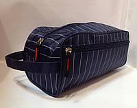 Мужская косметичка-несессер прямоугольная со скошенными углами в полоску и наружным карманом .