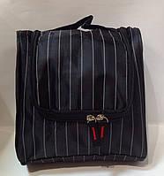 Мужская косметичка-несессер с крючком и внутренними карманами.