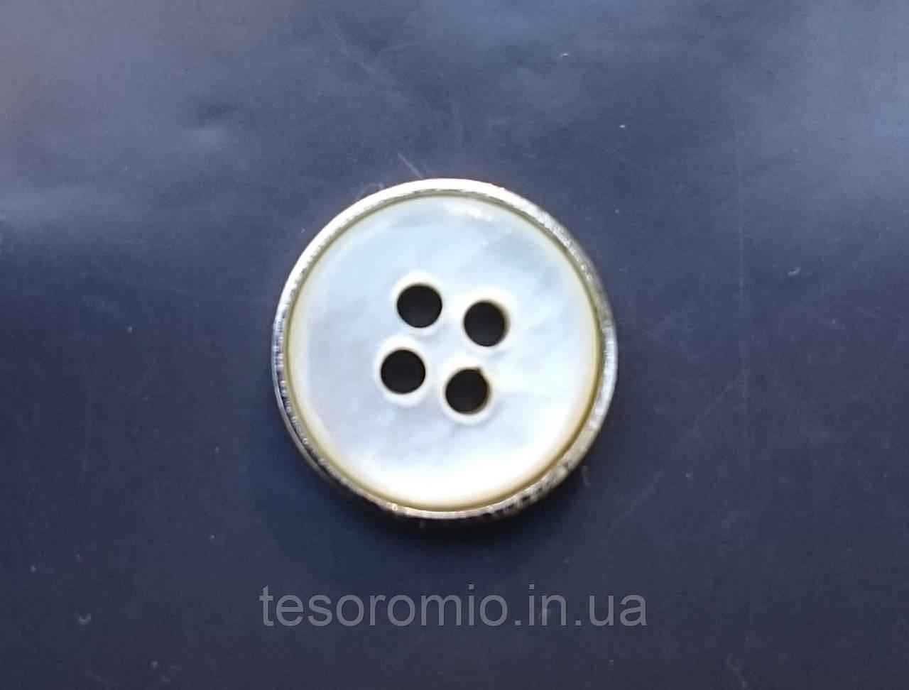 Пуговица рубашечная перламутровая белая в металлической серебристой оправе, 11 мм диаметр