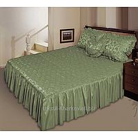 Покрывало атласное с рюшами и подушками оливковое