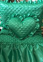 Покрывало атласное с рюшами и подушками зеленое