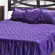Покрывало атласное с рюшами и подушками  фиолетового  цвета