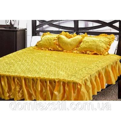 Покрывало атласное с рюшами и подушками  желтое