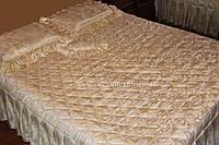 Покрывало атласное с рюшами и подушками  бежевое