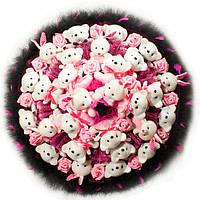 Букет из мягких игрушек Мишки и Зайки в черно малиновом