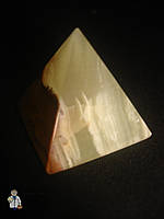 Пирамида из оникса (3 см.)