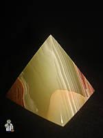 Пирамида из оникса (4.5 см.)