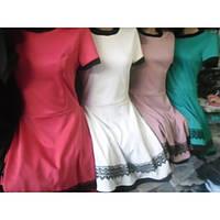 Платье клеш с кружевами нарядное