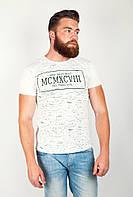 Модная мужская футболка приталенного кроя с необычным принтом на груди белая, оливковая, черная