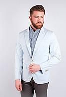 Модный мужской пиджак прямого покроя с карманами по бокам на одной пуговице светло-голубой, светло-серый