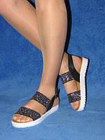 Женские сандалии босоножки на низком ходу, тракторная подошва, серебро золото битое стекло