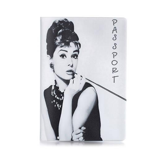"""Обложка для паспорта """"Одри Хепберн"""""""