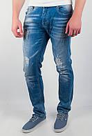 Потрясающие мужские джинсы зауженного кроя с оригинальными потертостями и дырками светло-синие