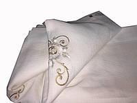 Стильная льнянная скатерть с вышивкой цвета айвери