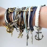 Яркие кожаные браслеты